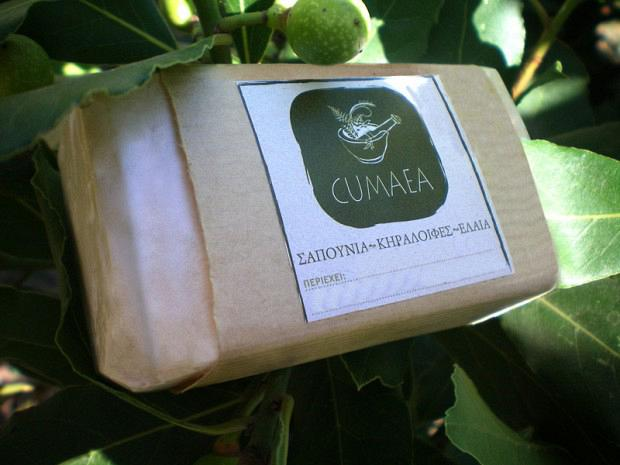Σαπούνι με κόκκινα σταφύλια, σταφυλοκούκουτσα και αιθέριο έλαιο πράσινου μήλου